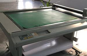 纸格自动切割机——恩典皮具生产设备